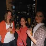 Laura, Loretta und Alena in der Cocktailbar